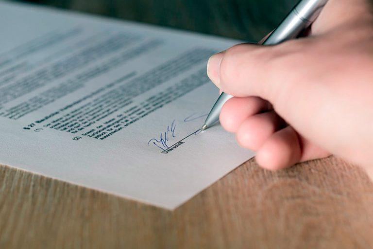 Qu'est-ce qu'un contrat d'adoption pour chien? Directives et obligations